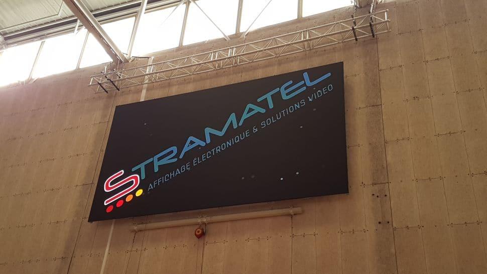 installation ecran video stramatel a cergy dans le complexe maradas