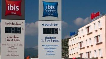 installation d'un afficheur de prix Stramatel à Ibis hôtel