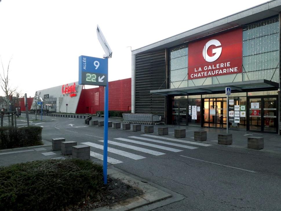 afficheur-parking-stramatel-centre-commercial-galerie-chateaufarine-besancon (4)
