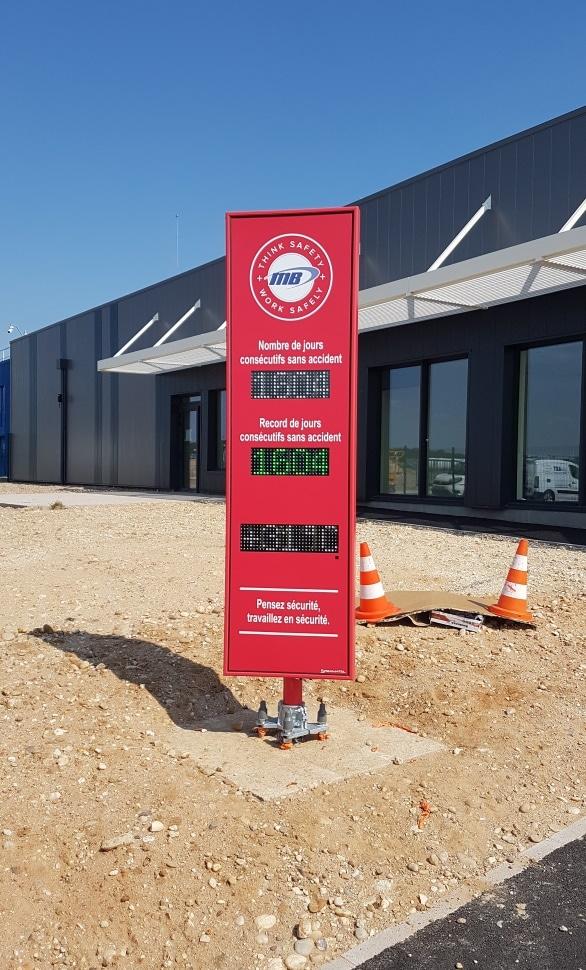 panneau affichage nombre de jours sans accident stramatel site industriel martin brower à rosières aux salines