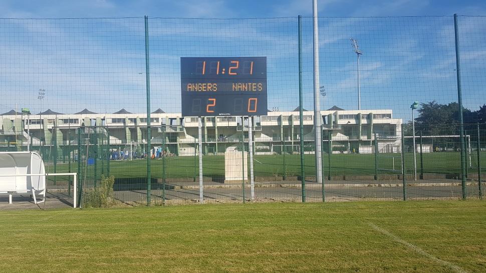 Afficheur de score FRC Alpha Défilant Stramatel pour stade foot et rugby installé au stade Delaune de Saint-Denis